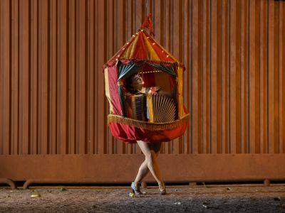 A Sanfonástica Mulher-Lona - Lívia Mattos  | Mostra de Performance