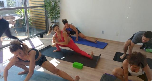 Yoga Essencial