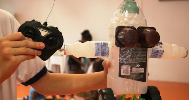 Construção de Brinquedos com Materiais Recicláveis