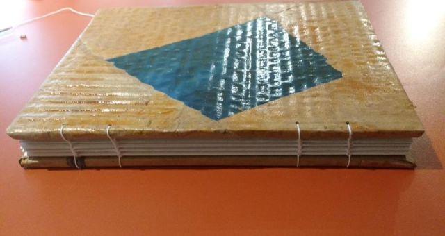 Encadernação Artesanal com Material de Descarte